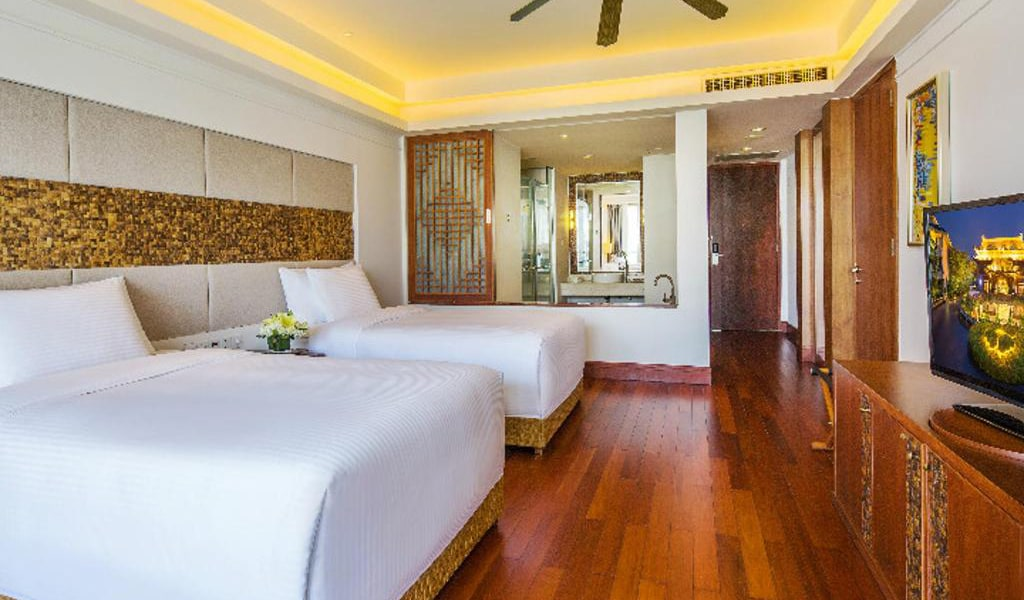 Grand-Deluxe-Twin-bed-Room-min