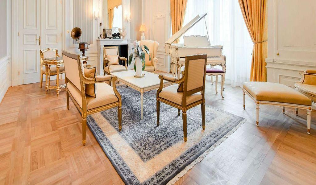 Paderewski-Suite---living-room--1
