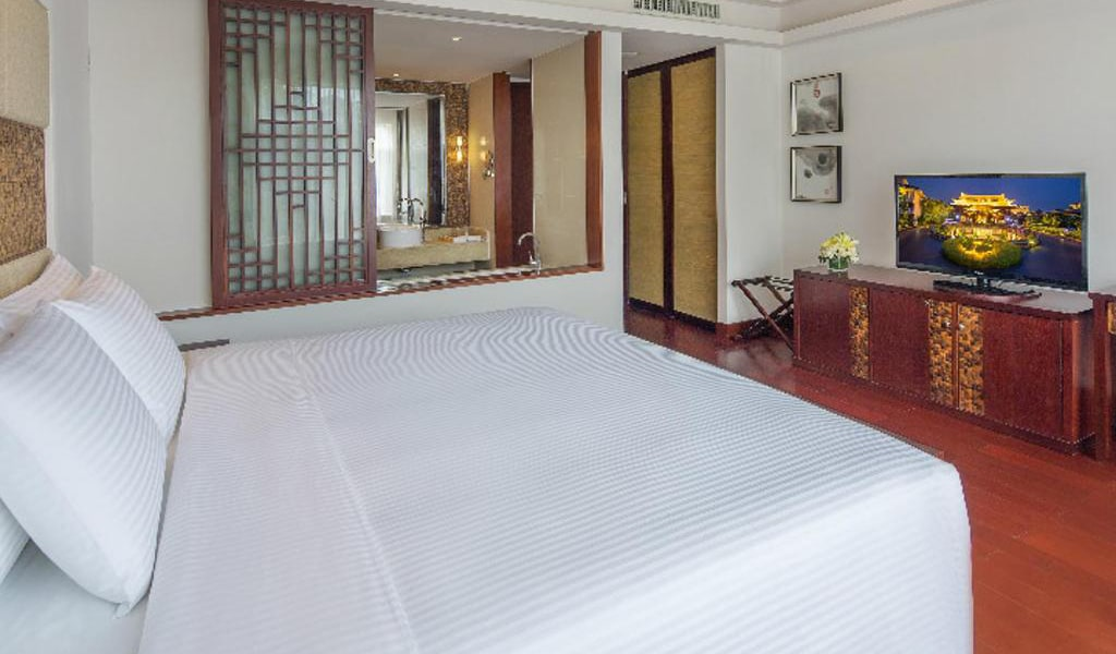 Town-House-Pool-View-Room-3-min