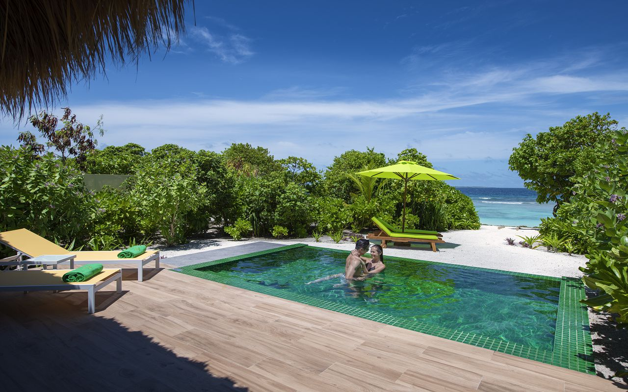 Beach villa with pool (3)