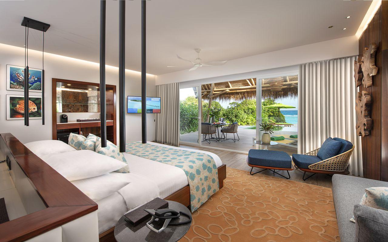 Beach villa with pool (4)
