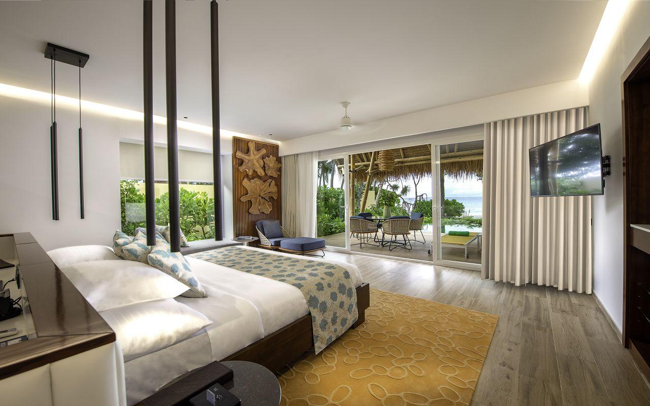 Beach villa with pool (6)