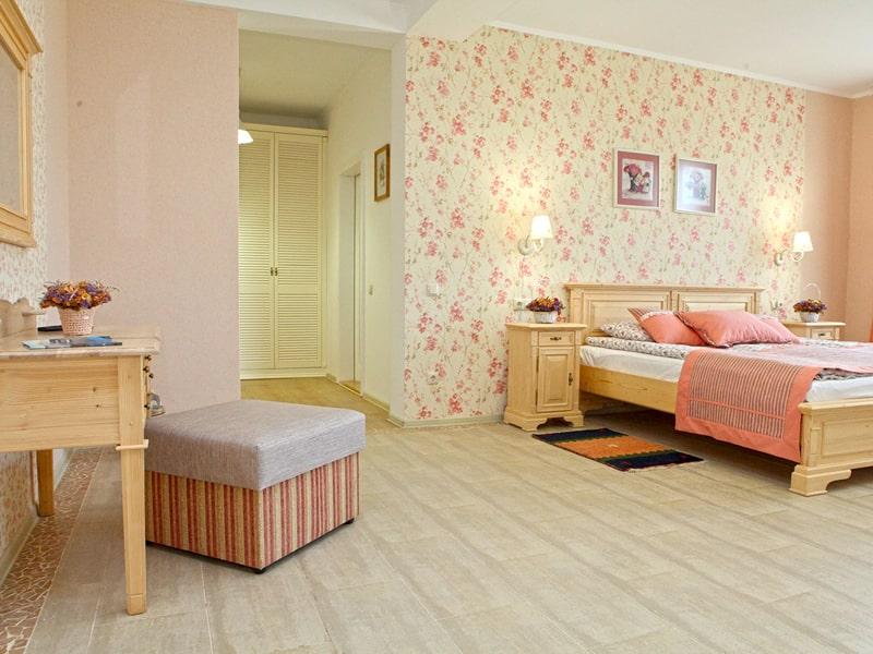 room2_2-min