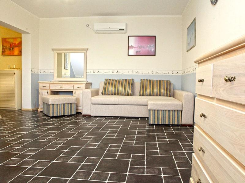 room5_2-min