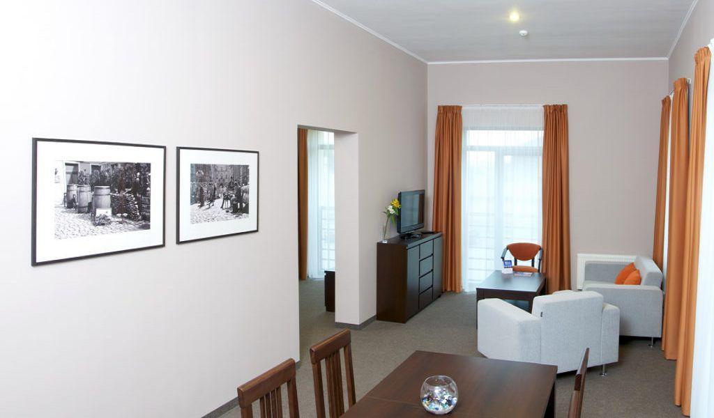 26-Room-Suite-1024x555