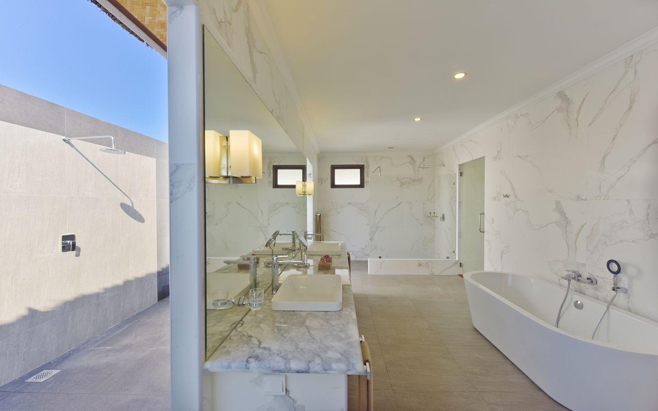 DL-HRES-Dreamland_Water_Bungalow_Bathroom_02