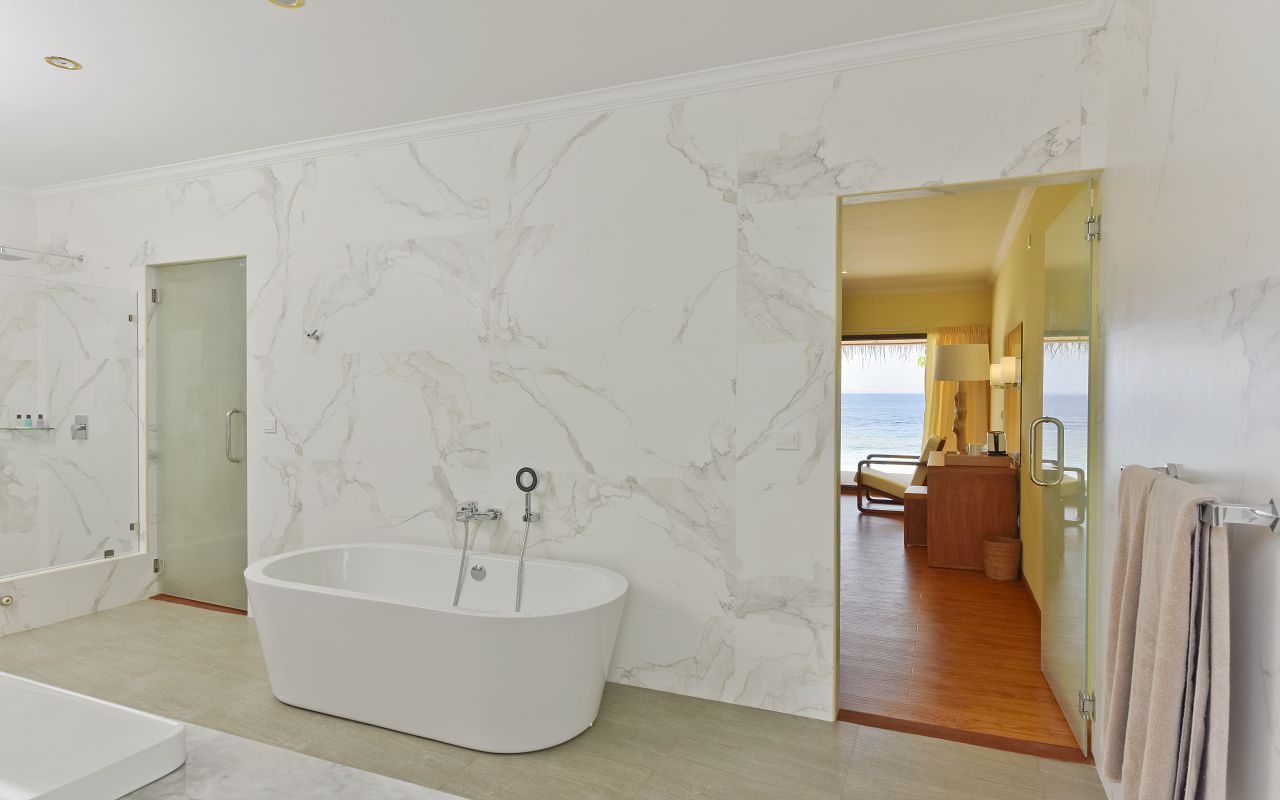 DL-HRES-Dreamland_Water_Bungalow_Bathroom_03