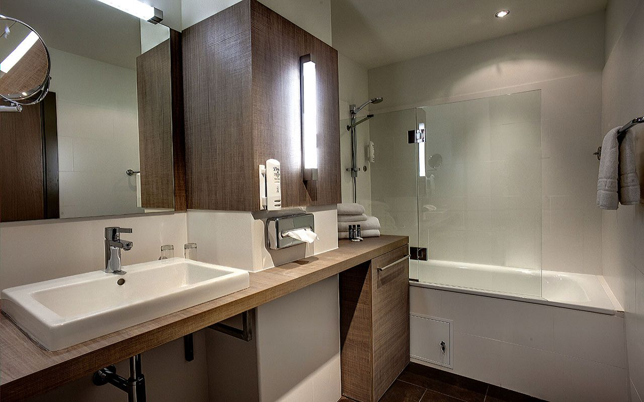OneBedroom_bathroom