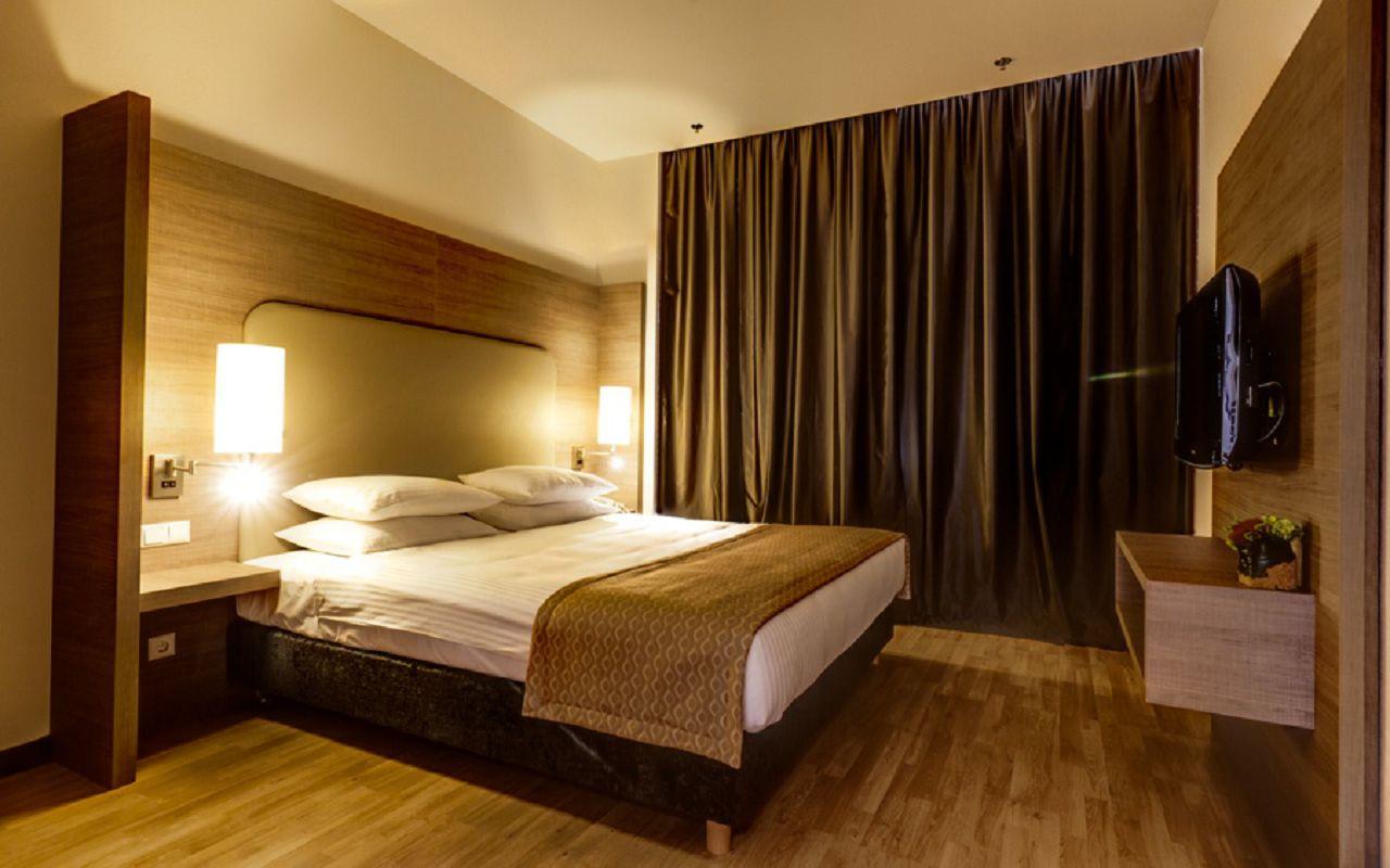 OneBedroom_bed_night