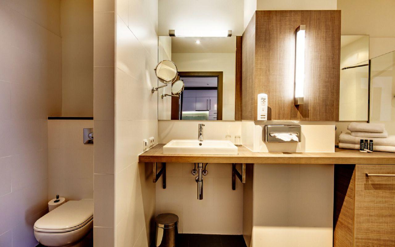 TwoBedroom_bathroom