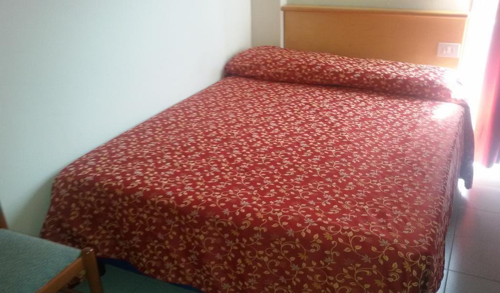 Single Room-min