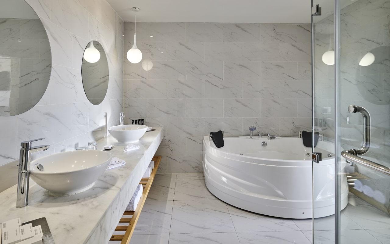 spl_penthouse_suite_bathroom-min