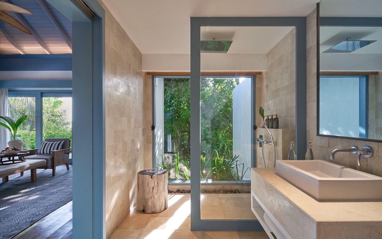 23- Deluxe Beach villa Bathroom