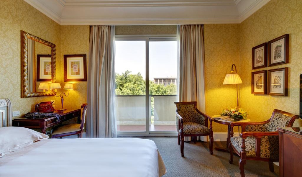 Deluxe Double or Twin Room with Balcony2-min