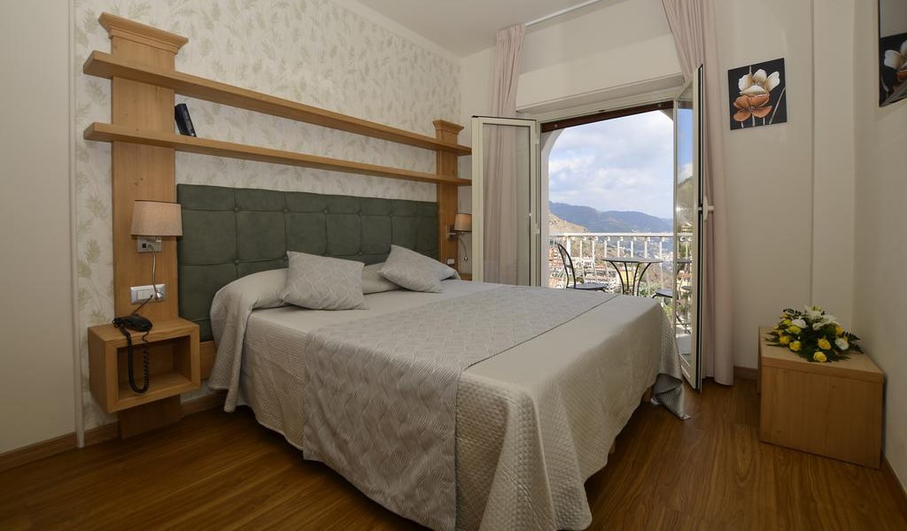 Double Room with Terrace2-min