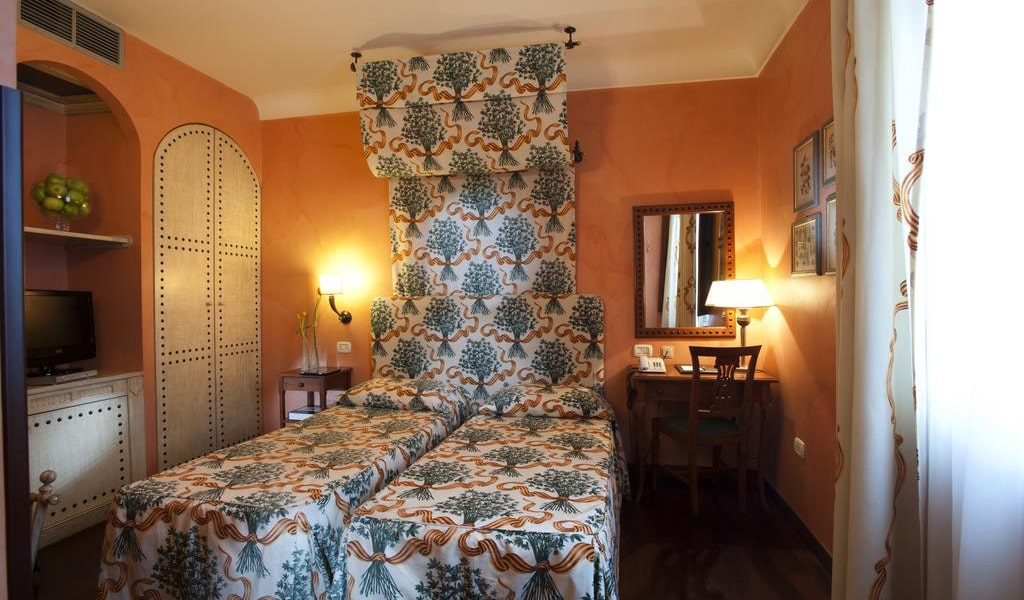 Double or Twin Room with Free WIFI and Parking2-min