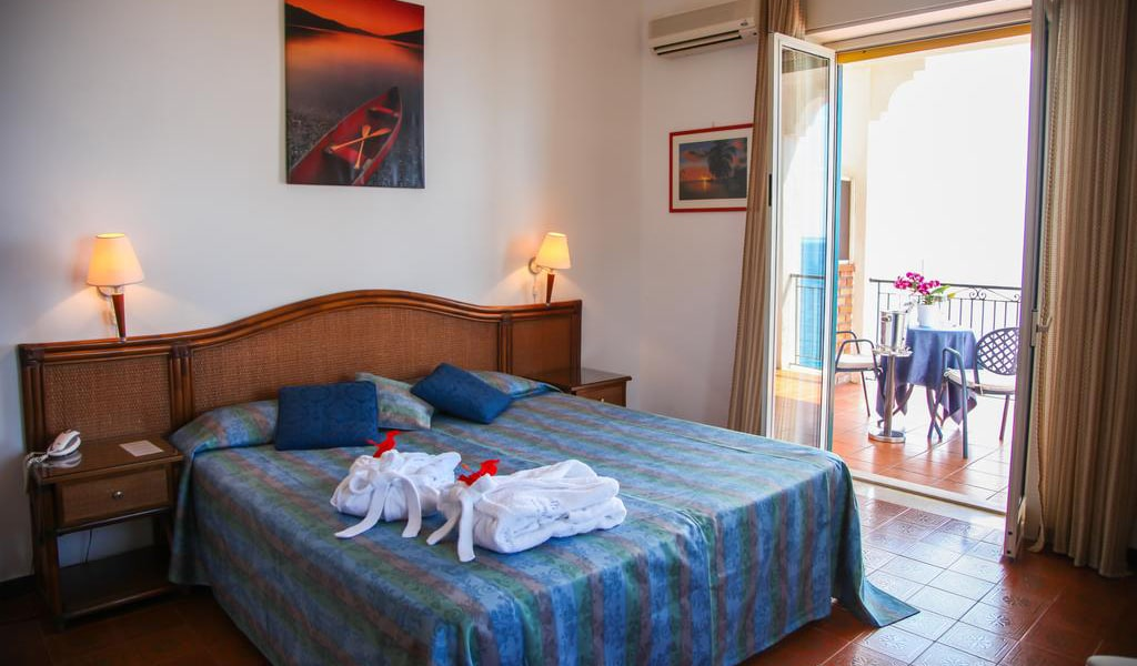 Double or Twin Room with Sea View10-min