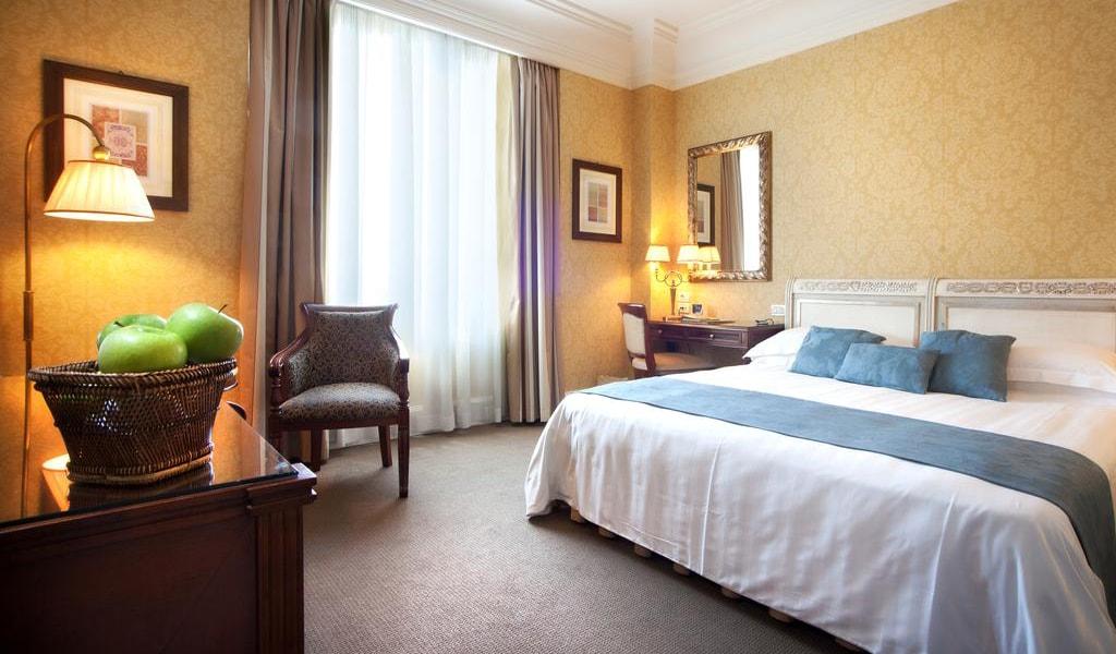 Superior Double Room with Balcony-min