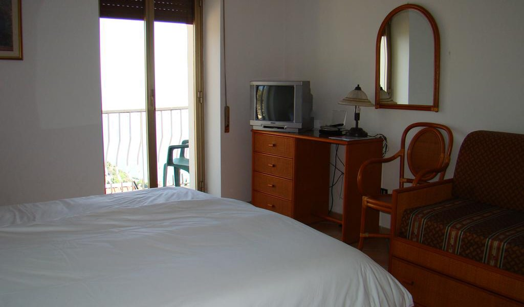 Superior Double Room9-min