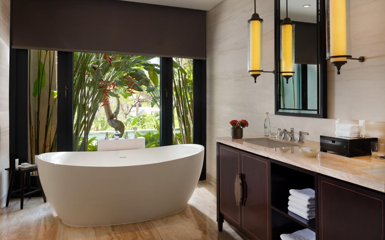 C. Grand Deluxe Lagoon Bathroom 2