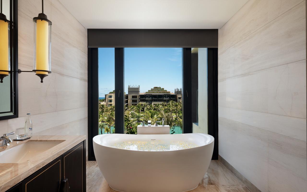 The Apurva Kempinski Bali_Grand Deluxe Ocean Court Bathroom 2