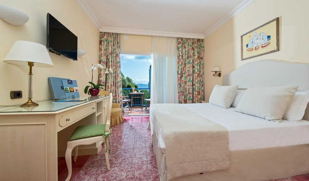 Comfort Double Room with Park View 2-min
