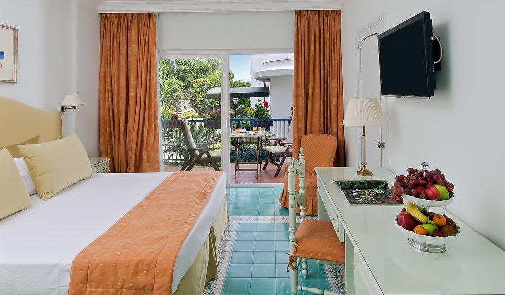 Comfort Double Room with Park View 3-min