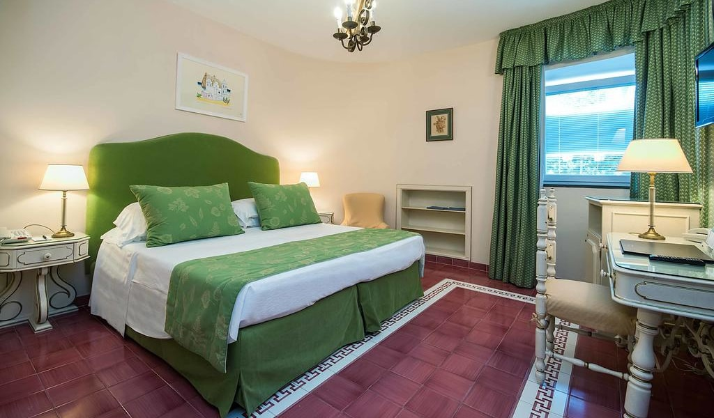 Comfort Double Room with Park View 9-min