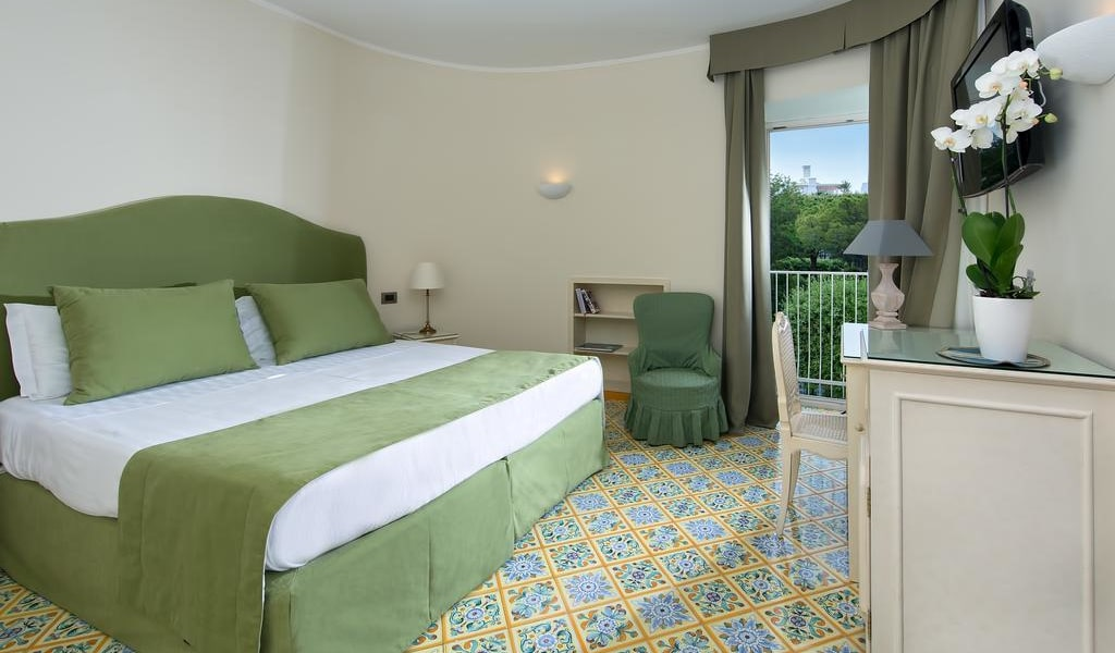 Comfort Double Room with Park View -min