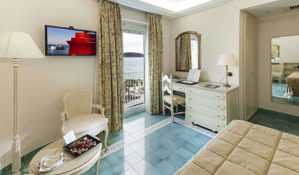 Comfort Double Room with Sea View8-min