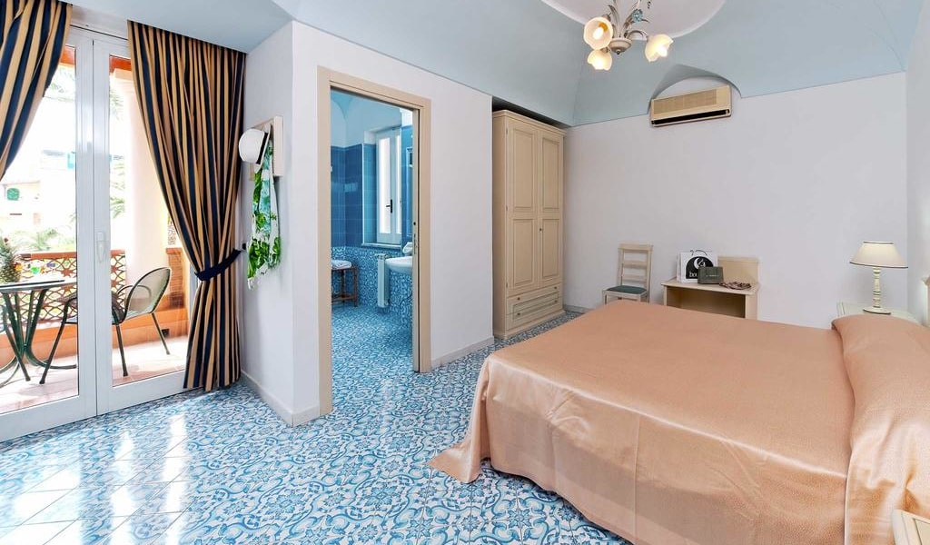 Comfort Double or Twin Room with Balcony 2-min