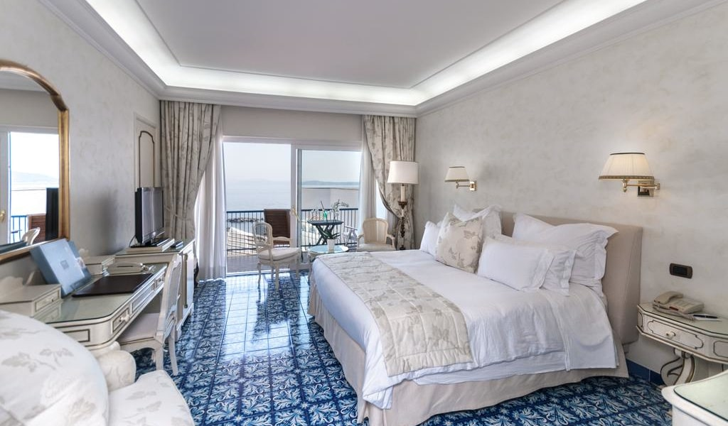 Deluxe Double Room with Balcony and Sea View 5-min