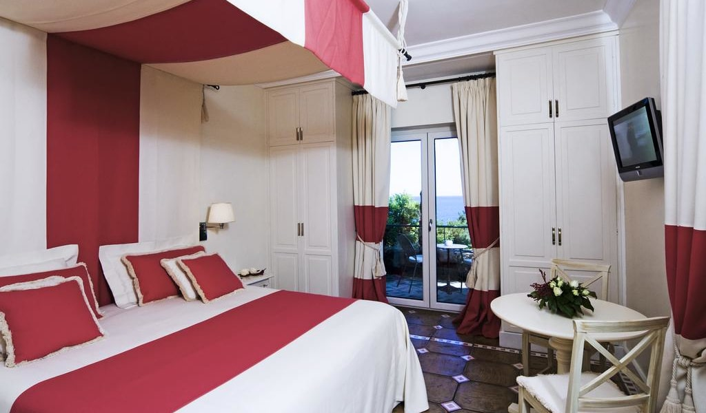 Double Room with Sea View 4-min