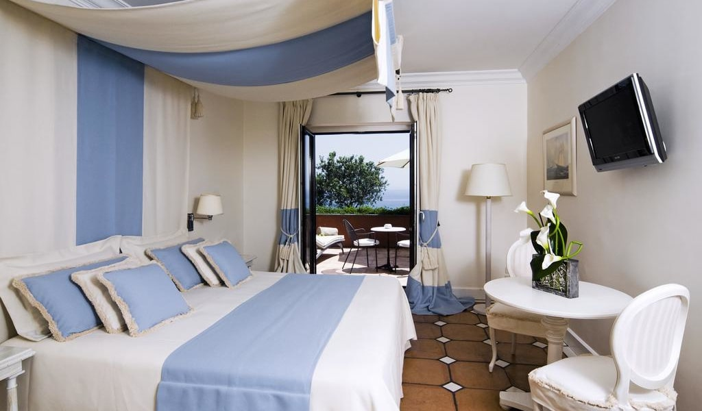 Double Room with Sea View 6-min