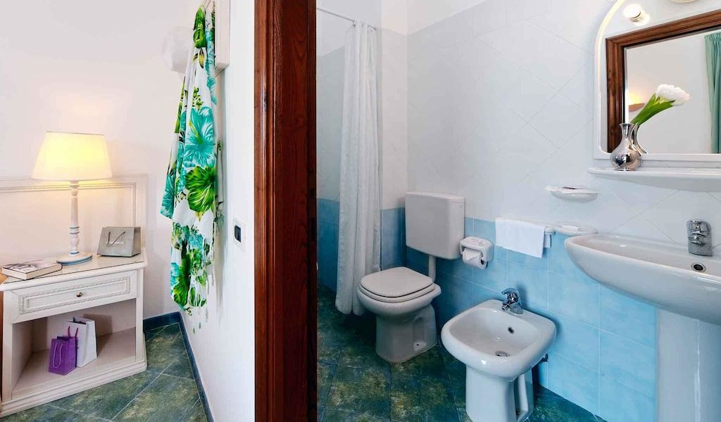 Double or Twin Room with Garden View 4-min