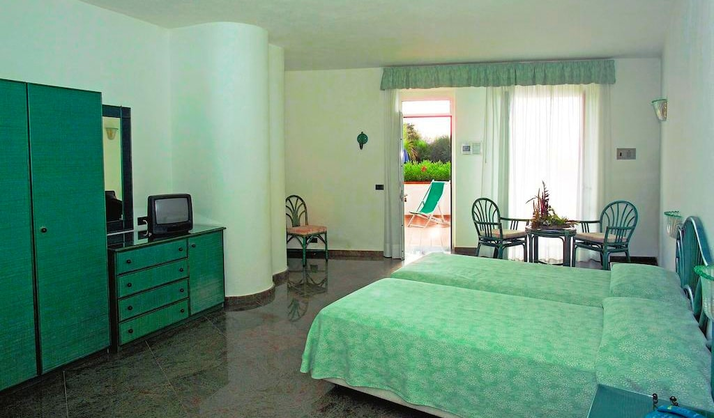 Double or Twin Room with Sea View 2-min