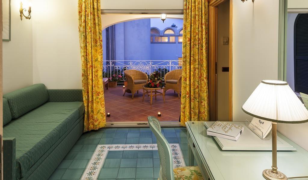 Junior Suite with Garden View 3-min