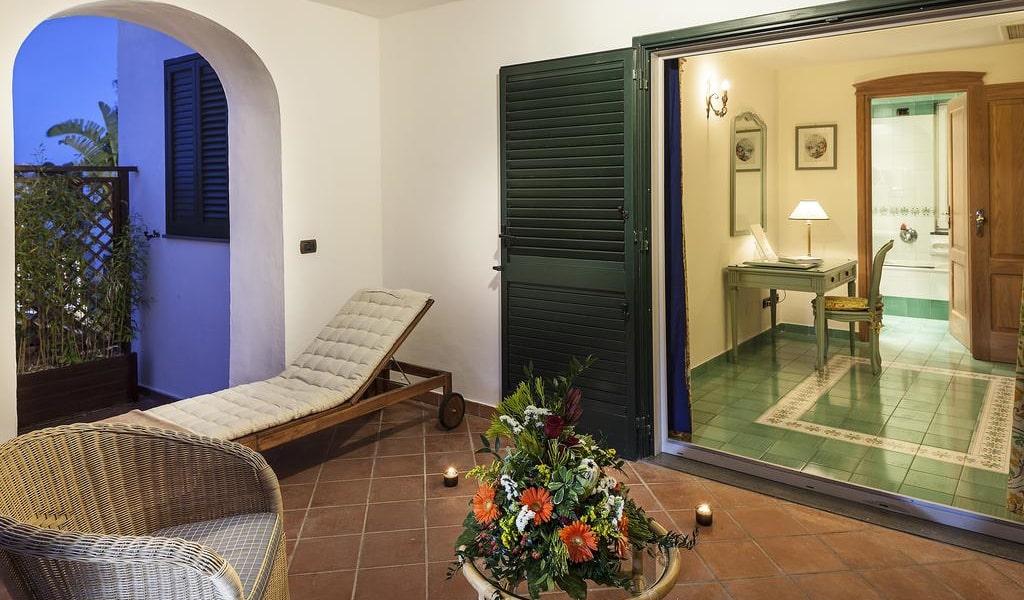 Junior Suite with Garden View 4-min