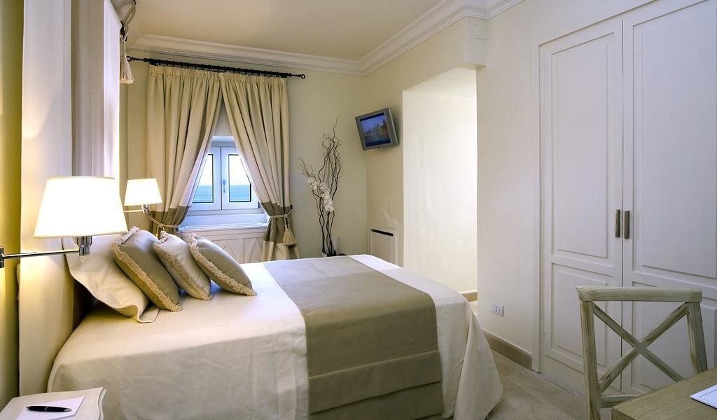 Single Room with Sea View -min