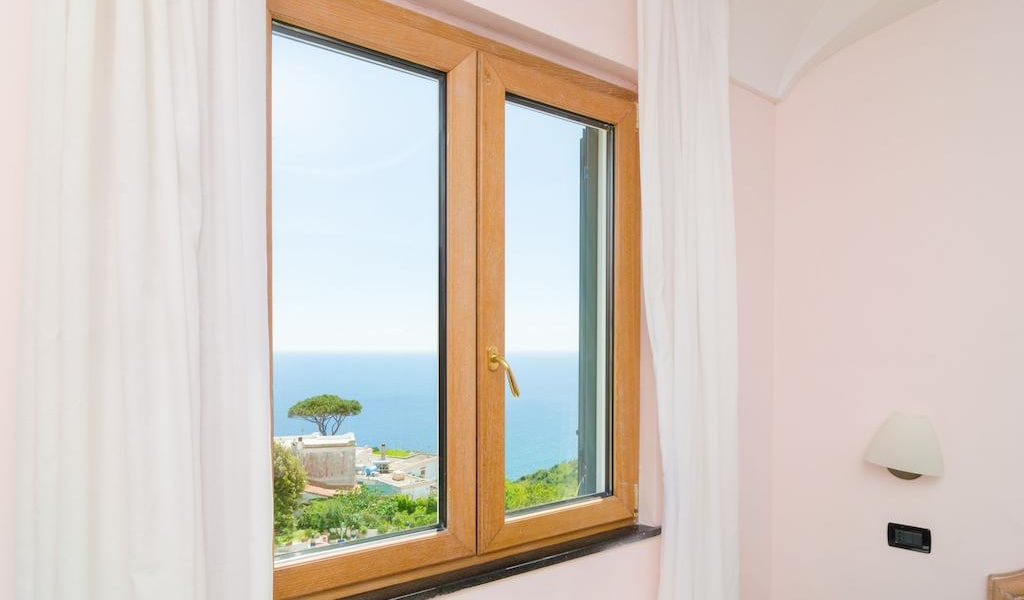 Standard Double Room with Sea View-min