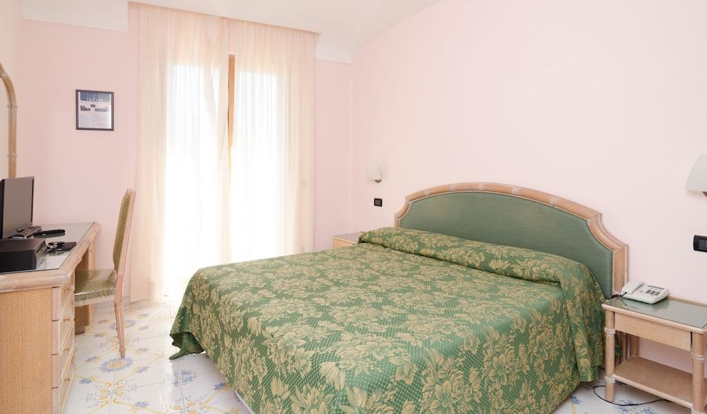Standard Double Room with Sea View3-min