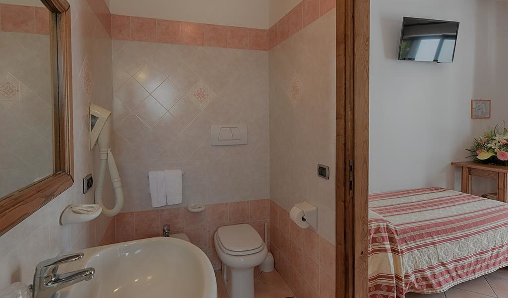 Standard Double or Twin Room -min