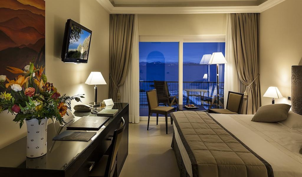 Superior Deluxe Double or Twin Room 6-min