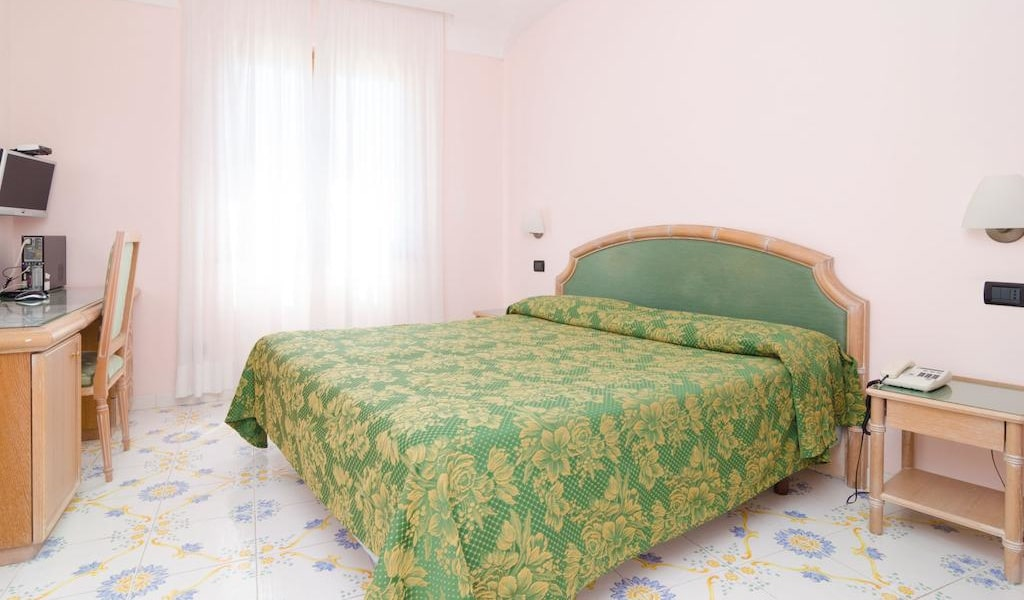 Superior Double Room with Balcony and Sea View-min