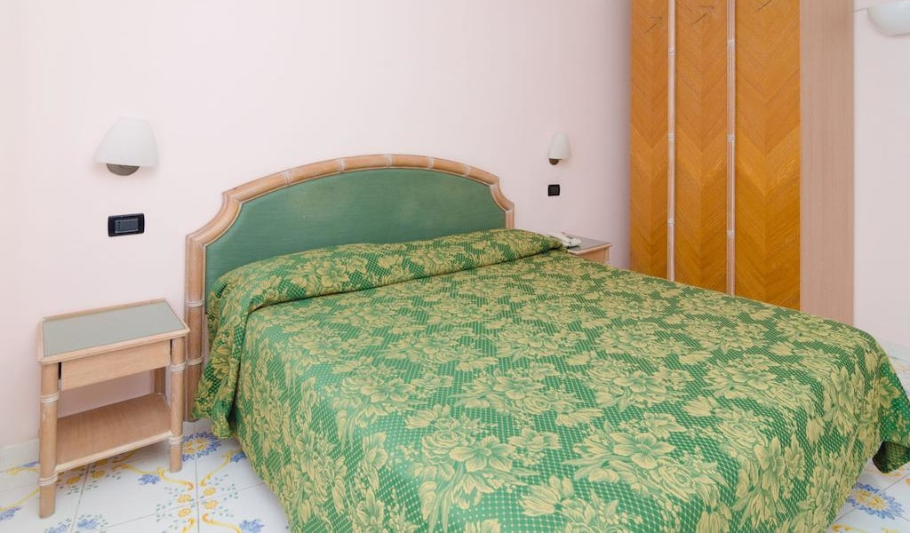 Superior Double Room with Balcony and Sea View2-min