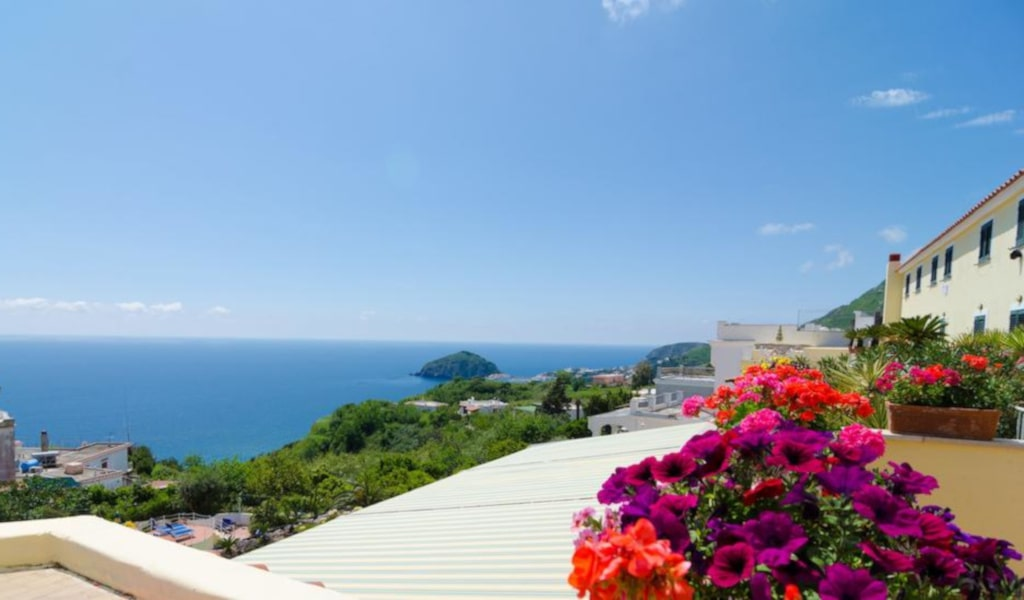 Superior Double Room with Balcony and Sea View4-min