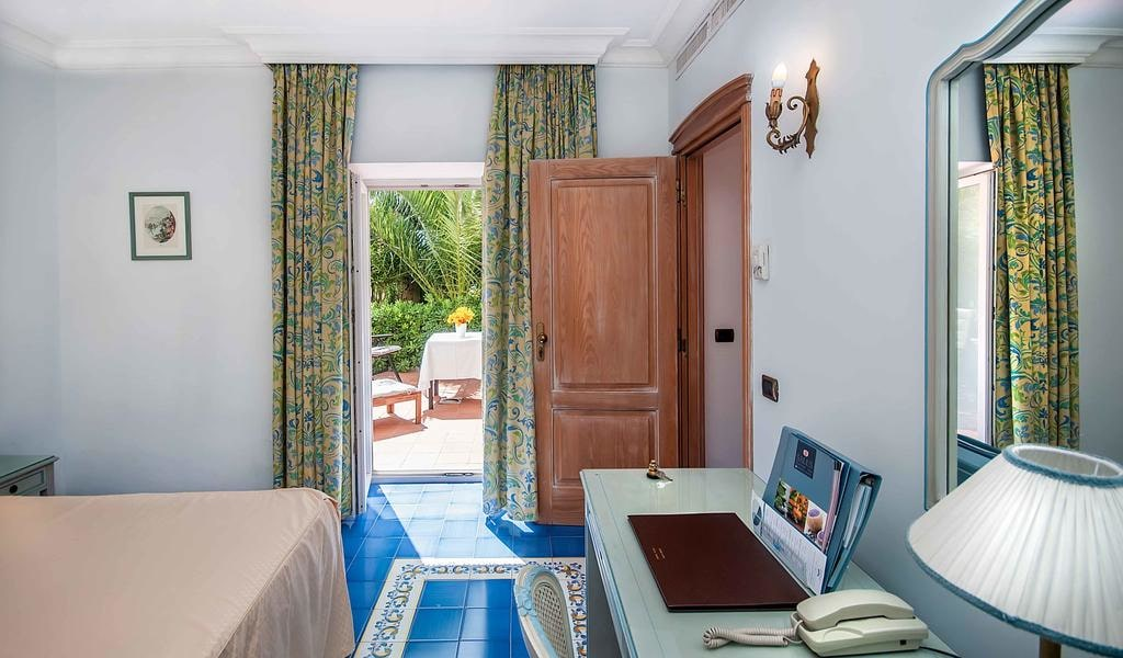 Superior Double Room with Park View 4-min