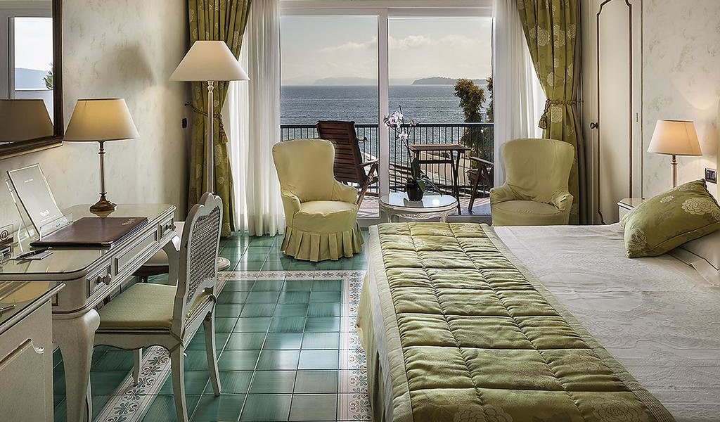 Superior Double Room with Sea View4-min