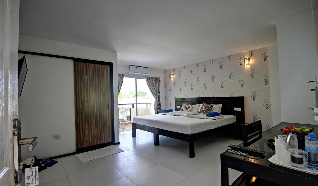 7The Crown Beach Hotel (2)