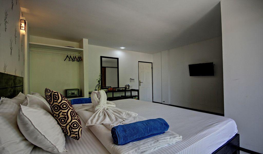 7The Crown Beach Hotel (3)